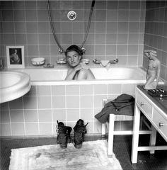 Lee Miller en la bañera de Hitler, Berlín 1945. Foto tomada por E. Sherman con la cámara de Miller.