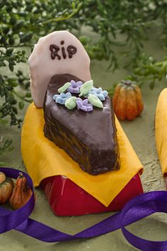 Dolci bare di Halloween  golose e soffici. Sono farcite con marmellata o  crema al 0f2aa57ffa5a
