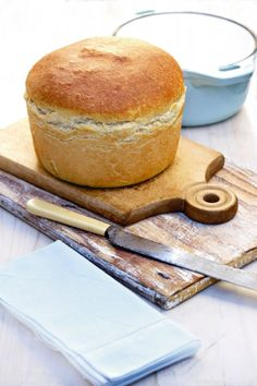 Annette's Pot Bread Recipe on Sarie (site is supposedly in Afrikaans, but it… How To Make Bread, Food To Make, Ma Baker, Braai Recipes, Oxtail Recipes, Baking Recipes, Dessert Recipes, Desserts, English Food