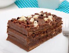 Chocolate cake uploaded by Adriana Carolina on We Heart It Choco Chocolate, Chocolate Desserts, Yummy Treats, Sweet Treats, Yummy Food, Venezuelan Food, Pastry Cake, Love Food, Sweet Recipes