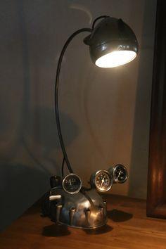 Création lampe art récup phare et carter de moto vintage, manomètre #sculpture