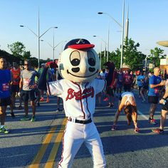 Homer and almost 4,000 fans are READY for the #BravesCountry5K!