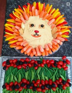 Give crudités a jungle flair at your little one's baby shower by arranging orange and yellow veggies around dip to form a lion's mane veggie tray. Jungle Theme Birthday, Zoo Birthday, Jungle Party, Jungle Snacks, Safari Party, Birthday Ideas, Jungle Theme Food, Birthday Parties, Lion King Party