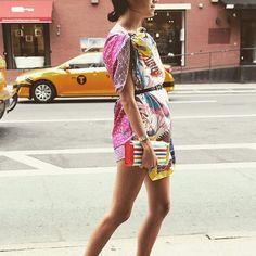 Pin for Later: 20 Möglichkeiten einen Seidenschal zu stylen Als Kleid