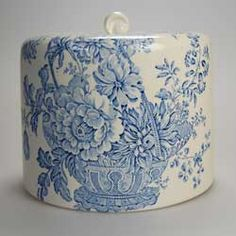 Beautiful antique blue and white china cheese dish cover