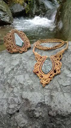 collar y pulsera en macrame con piedra jade $125