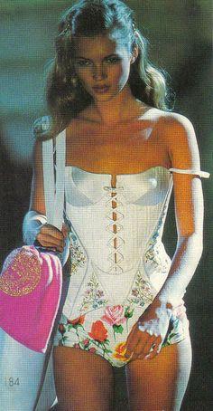 supermodels Kate Moss Via: Goodbye My Darling - Look Fashion, 90s Fashion, Couture Fashion, Runway Fashion, High Fashion, Fashion Show, Vintage Fashion, Fashion Outfits, Womens Fashion