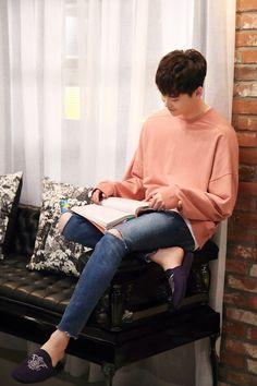 Lee jong suk - W two worlds drama ♥♥ Lee Jong Suk Model, Han Hyo Joo Lee Jong Suk, Lee Jung Suk, Lee Jong Suk Wink, W Kdrama, Kdrama Actors, Suwon, Asian Actors, Korean Actors