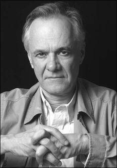 Fernando Vallejo Rendón (Medellín, 24 de octubre de 1942) es un escritor y cineasta nacido en Colombia naturalizado mexicano en el 2007