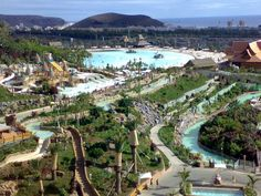 Surf in Tenerife. At the Siam Park you will find the world´s largest, at 3 metres high, artificial wave.