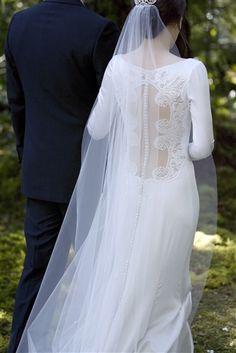 Bella wears a stunning Carolina Herrera wedding gown in Breaking Dawn. #wedding #gown