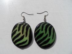 Tagua oorbellen met een mooi design #tagua #oorbellen #sieraden #fashion #colombia