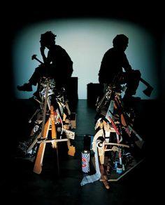"""【画像】ゴミから""""意味ある影""""を作り出す、ティム・ノーブルとスー・ウェブスターのシャドウ・アート写真22枚"""
