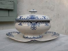 French antique shabby chic sauce tureen. French vintage. Sauce boat. Gravy boat…