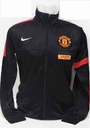 jual jaket MU dhl hitam garis merah, garis merah di lengan kiri melingkar dan kanan di lengan, pemesanan sms di 085645452236 kami jual jaket bola