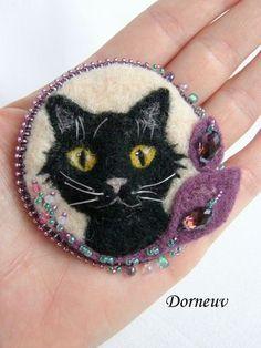 Felted Black Cat Pin by Dorneuv #blackcatsrule