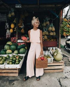 ELLIE BULLEN sur Instagram : Grocery shopping Bali style ⚡️ wearing @misterzimi ☼ Hey girls, if you want to shop for a good cause then watch my stories over the next…