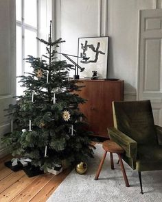 Christmas Mood, Noel Christmas, Simple Christmas, Christmas And New Year, Christmas Living Rooms, Scandinavian Holidays, Scandinavian Home, Diy Xmas, Christmas Interiors