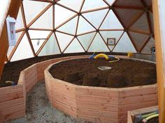 Geodesic Dome Greenhouse, Backyard Greenhouse, Yurt Home, Dome House, Garden Yard Ideas, Earth Homes, Eco Friendly House, Round House, Enchanted Garden