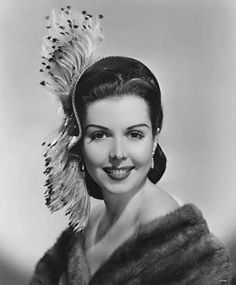 What a marvelously elegant look Ann Miller is sporting here!  (1940s)