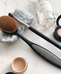 Absolutely obsessed with Mikasa Beauty makeup brushes!!  Extra obsessed with the Techni 06 Brush.  It's amaze.  Best foundation brush I've ever used👌🏻🙌🏻 Use my code HKAYBLOG25 for 25% any orders at www.mikasabeauty.com 💕