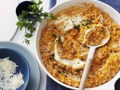 Risotto mit Tomate und Parmesan - smarter - Zeit: 30 Min.   eatsmarter.de Risotto ist so wunderbar vielseitig.