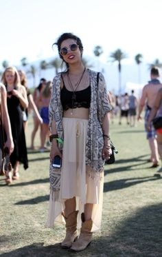 festival fashion at coachella hippie indie hipster girl with shades retro vintage chiffon skirt boots Look Festival, Festival Wear, Festival Outfits, Festival Fashion, Coachella Festival, Truck Festival, Diy Fashion, Ideias Fashion, Fashion Outfits