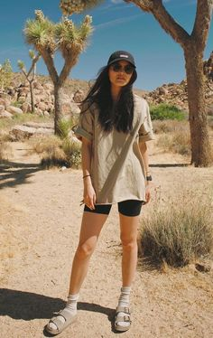 Mountain Hiking Outfit, Cute Hiking Outfit, Summer Hiking Outfit, Outfit Winter, Summer Shorts, Hiking Outfits, Camping Outfits, Sport Outfits, Summer Outfits
