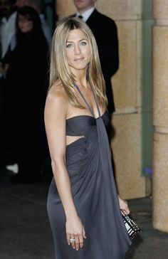 Jennifer Aniston Photos Photos - Actress Jennifer Aniston arrives at the UK premiere of 'The Break-up' at the Vue West End, on June 14 in London, England. - 'The Break Up' UK Premiere - Arrivals