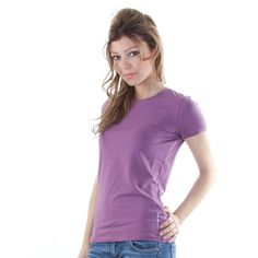 Producător: Calvin Klein Cod produs: CK10 Disponibilitate: În Stoc Tricou Calvin Klein Compozitie: 95% bumbac, 5% elastan Detalii: maneaca scurta, guler rotund,logo imprimat in partea stanga