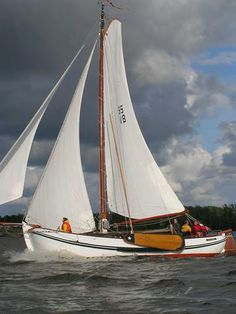 """One of the favorite """"traditional yachts"""" of Holland, . incredibly comfortable and combining nice look and good sailing qualities Shallow Water Boats, Dutch Barge, Sacramento River, Us Sailing, Narrowboat, Sail Boats, Yacht Boat, Dinghy, Sail Away"""