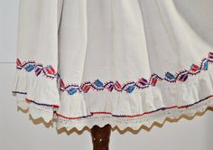 Vintage Romanian skirt / Transylvanian embroidered by Medreana