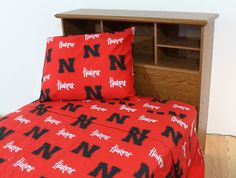 College Covers, Nebraska Cornhuskers Printed Sheet Set. College Covers brand Sheet Set Solid includes 1 fitted sheet 1 top sheet and pillow case (s). All items are 100% cotton sateen 200 thread count for a softer feel than any other collegiate bedding available. Sheets and pillow case (s) are printed with the same all over logo pattern to match College Covers brand comforter. Twin size sets come with one pillow case, full, queen and king sizes with two pillow cases.