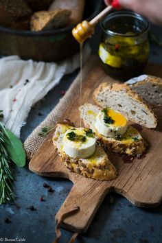 Beautiful food photography: Breakfast, toast with goat cheese and herbs I Love Food, Good Food, Yummy Food, Healthy Food, Healthy Meals, Breakfast Photography, Food Photography, Appetizer Recipes, Bar Recipes