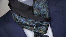 """Adoptez l'élégance de cette """" cravate foulard """" toute en soie et en originalité chez Mirliflore à Castres"""