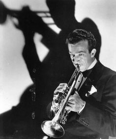Harry James - excellent swing era jazz trumpeter and band leader. Jazz Composers, Jazz Musicians, Harry James, James 3, Big Band Jazz, 1940s Movies, Swing Jazz, 50s Music, Classic Jazz