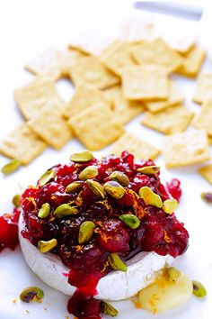 cranberry pistachio baked brie #theeverygirl #holiday