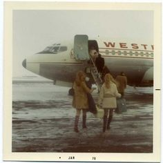 Retro Fashion Coming Back .Retro Fashion Coming Back Vintage Photographs, Vintage Photos, Polaroid Pictures, Polaroids, 70s Aesthetic, Vintage Polaroid, Look Here, Air Travel, Morning Light