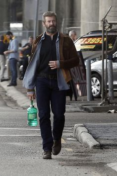 New pictures with Hugh Jackman on the set of third movie about Wolverine in New Orleans. Hugh Wolverine, Wolverine Art, Wolverine Movie, Hugh Jackman, Hugh Michael Jackman, Les Miserables, Jean Valjean, X Men, Movies