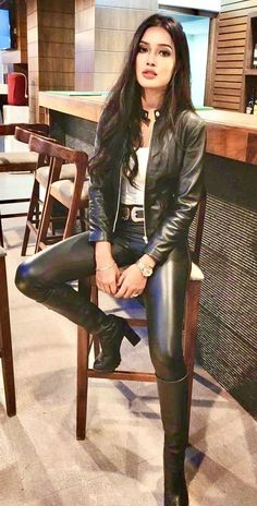 Women who understand the power they innately possess. I am particularly attracted to dominant Asian women. Leather Pants Outfit, Leather Dresses, Mode Lookbook, Leder Outfits, Looks Black, Shiny Leggings, Hot Outfits, Leather Fashion, Women