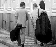 """De inusitada formação (violão e contrabaixo acústico) a dupla interpreta obras de diversos autores latino americanos presentes no cd """"SUR,"""" lançado este ano pelo selo Cooperativa/Tratore. Compositores brasileiros estão presentes bem como venezuelanos, argentinos, cubanos, paraguaios entre muitos outros, na tentativa de mostrar como a música latino-americana de modo geral (brasileira incluída) é aparentada, tendo...<br /><a class=""""more-link""""…"""