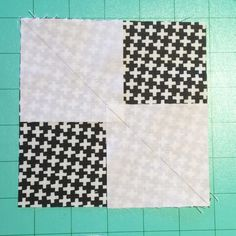 There are a few tried and true ways to make Flying Geese units, but my favorite is the no waste method that I want to share with you here today! Quilting Tips, Quilting Tutorials, Machine Quilting, Cute Quilts, Mini Quilts, Scrap Quilt Patterns, Sewing Patterns Free, Quilt Kits, Quilt Blocks