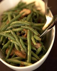 9 Park, Barbara Lynch serves a haricots verts salad with a hazelnut vinaigrette. Here, she adds fresh chestnuts to give the dish a meaty fall flavor. Finely chopped dates in the cider vinegar dressing lend a lovely, subtle sweetness. Side Dish Recipes, Wine Recipes, Vegan Recipes, Vegetable Side Dishes, Vegetable Recipes, Chestnut Recipes, Vegetarian Entrees, Green Bean Recipes, Thanksgiving Menu
