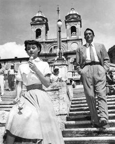Audrey Hepburn et Gregory Peck à Rome sur le tournage de Roman Holiday à Rome en 1953