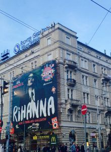 Rihanna is coming to Budapest to open up the Sziget Festival 2016. Are you coming too? If you are still undecided, wait no longer, there are not many weekly passes left. It will be the event of summer, a great vacation and a getaway, while still being in the magnificent city of Budapest. Do not miss this. Hit the article to read my personal 10+2 reasons to not miss Sziget Festival this year
