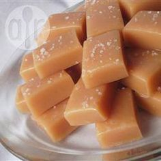 Best Caramel candy ever! Sugar, corn syrup, cream, butter and vanilla are the ingredients in these traditional caramel candies. Caramel Recipes, Candy Recipes, Dessert Recipes, Fudge Recipes, Drink Recipes, Microwave Caramels, Caramel Candy, Homemade Candies, Homemade Caramels