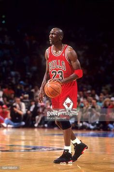 Michael Jordan of the Chicago Bulls dribbles the ball during a game in the 1991 Eastern Conference Semifinals against the Philadelphia in May. Basketball Skills, Basketball Art, Basketball Legends, Basketball Players, Nba Players, Michael Jordan Basketball, Air Jordan Xi, Jordan Shoes, Dallas Mavericks
