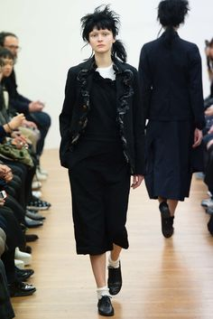 Comme des Garçons Comme des Garçons Fall 2015 Ready-to-Wear Collection Photos - Vogue