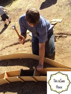 This inSane House: DIY Concrete Edger or Retaining Curb Concrete Landscape Edging, Concrete Edger, Concrete Curbing, Landscape Borders, Concrete Forms, Poured Concrete, Concrete Projects, Concrete Patio, Backyard Projects