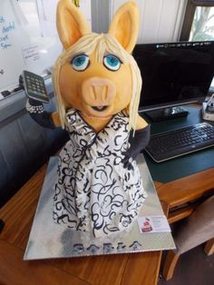 Edible Art of the Day Winner for Thursday August 23, 2012 is Kerry lacey and her 3D Miss Piggy cake!!!!